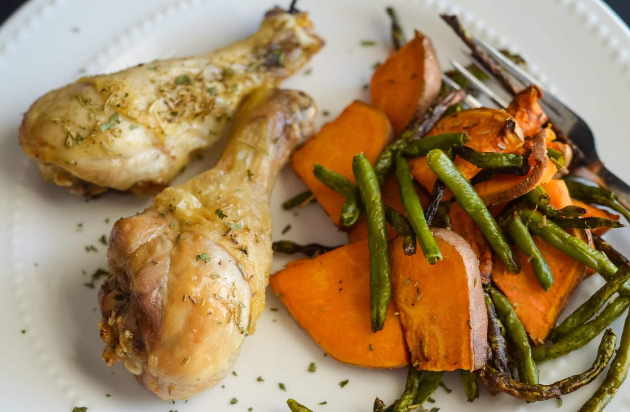 Air Fryer Chicken Drumsticks with Vegetables
